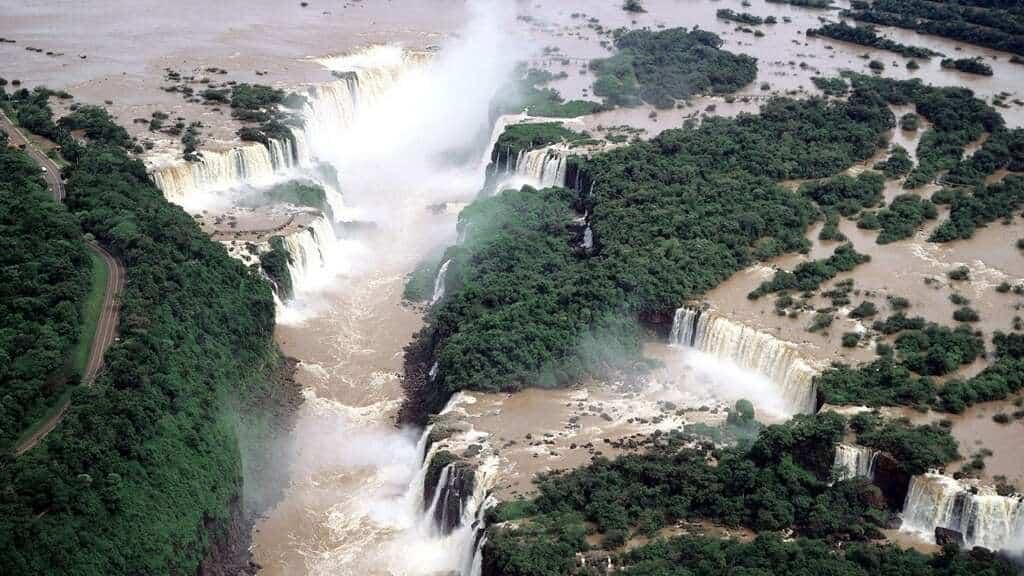 Iguazu Falls är en fantastisk syn.