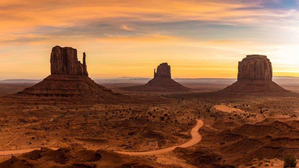 Soluppgång i Monument Valley i Utah.