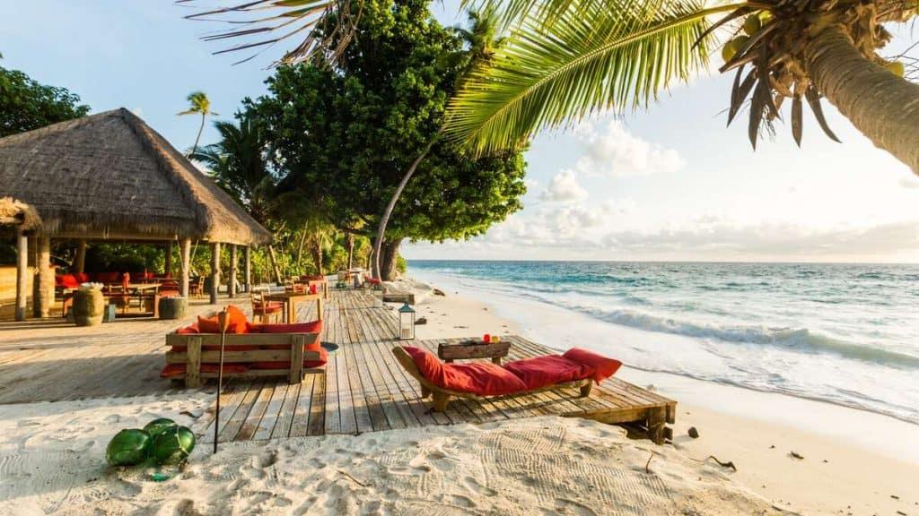 West Beach är den perfekta platsen för en sundowner-drink medan solen går ner i havet.