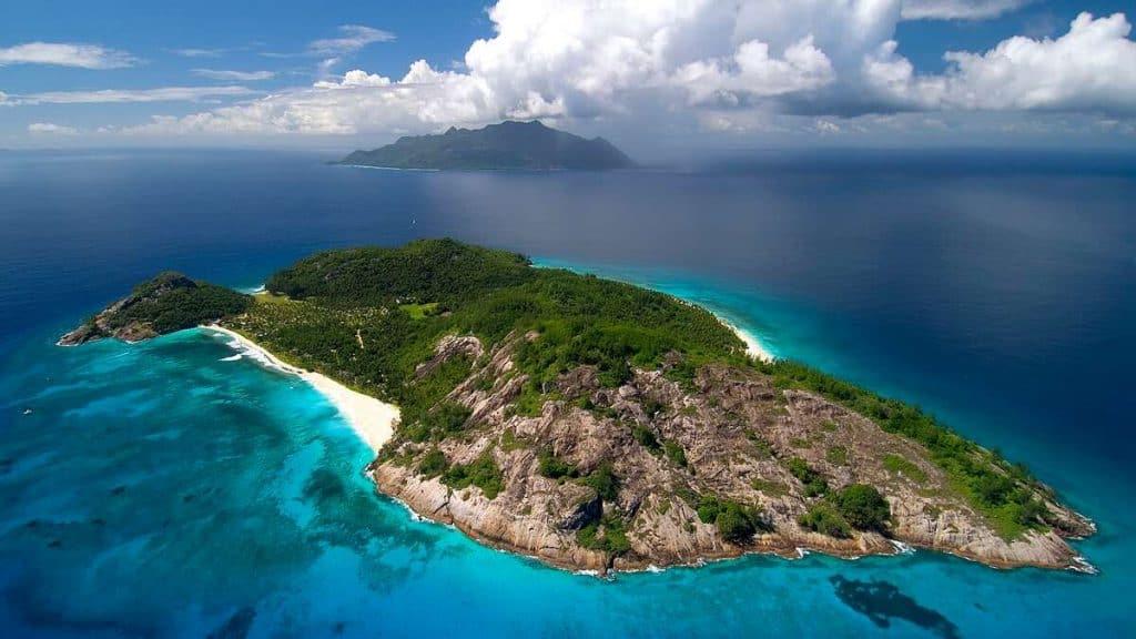 Den sägenomspunna ön North Island kommer man till med helikopter.